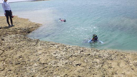奥武島で泳ぎ釣り (2)