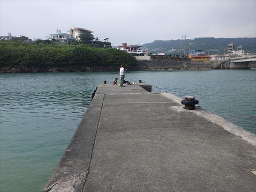 奥武島の堤防で (2)