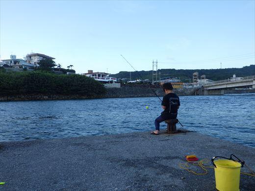 奥武島の堤防で (22)