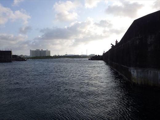 宜野湾漁港へ (29)_R