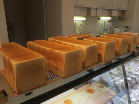 「銅山同の超人気食パン」①_R