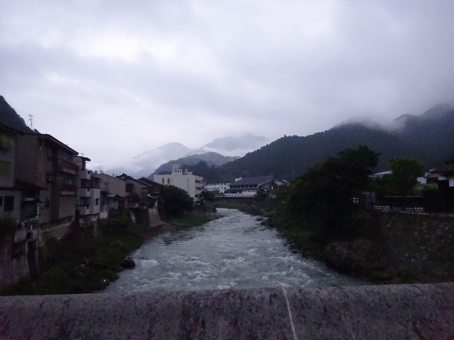 朝の吉田川