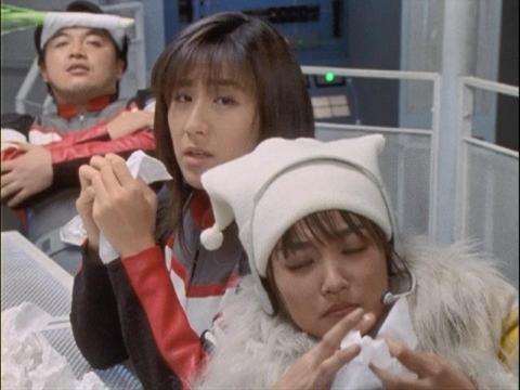 風邪を引いたユミムラ・リョウ隊員(演:斉藤りさ)