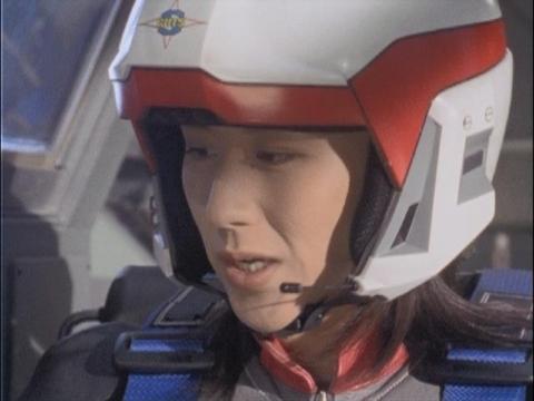 冷却弾を準備するユミムラ・リョウ隊員(演:斉藤りさ)