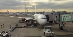17:59 この飛行機にまた乗ります(^^ゞ 羽田空港にて