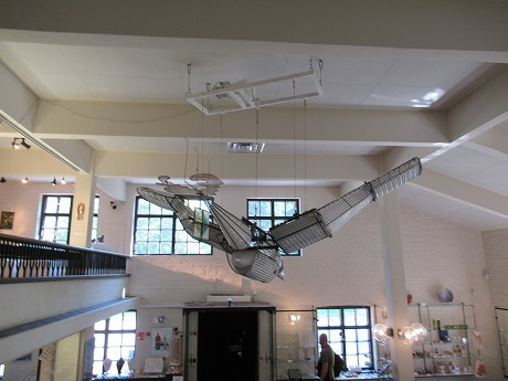 グラス美術館飛行機
