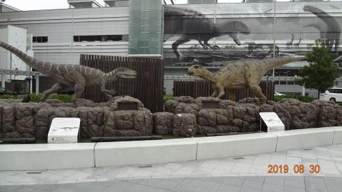 駅前恐竜①
