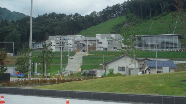 高台の鵜住居小学中学校