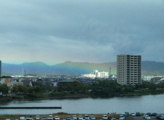 琵琶湖の彩雲
