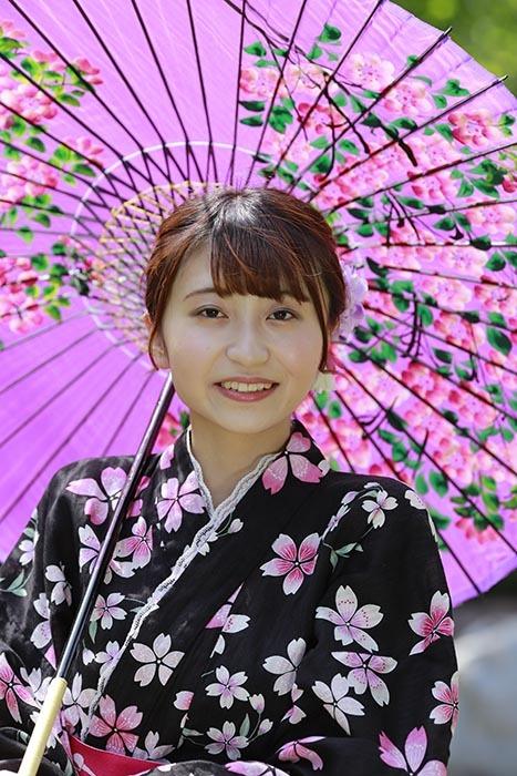 茜:ピンクの番傘