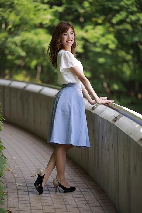 彩音:青いスカート2