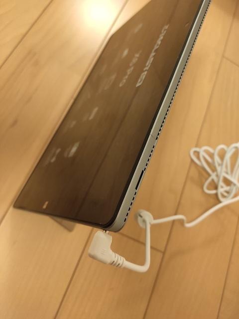 Teclast X6 Proの充電ケーブル接続写真