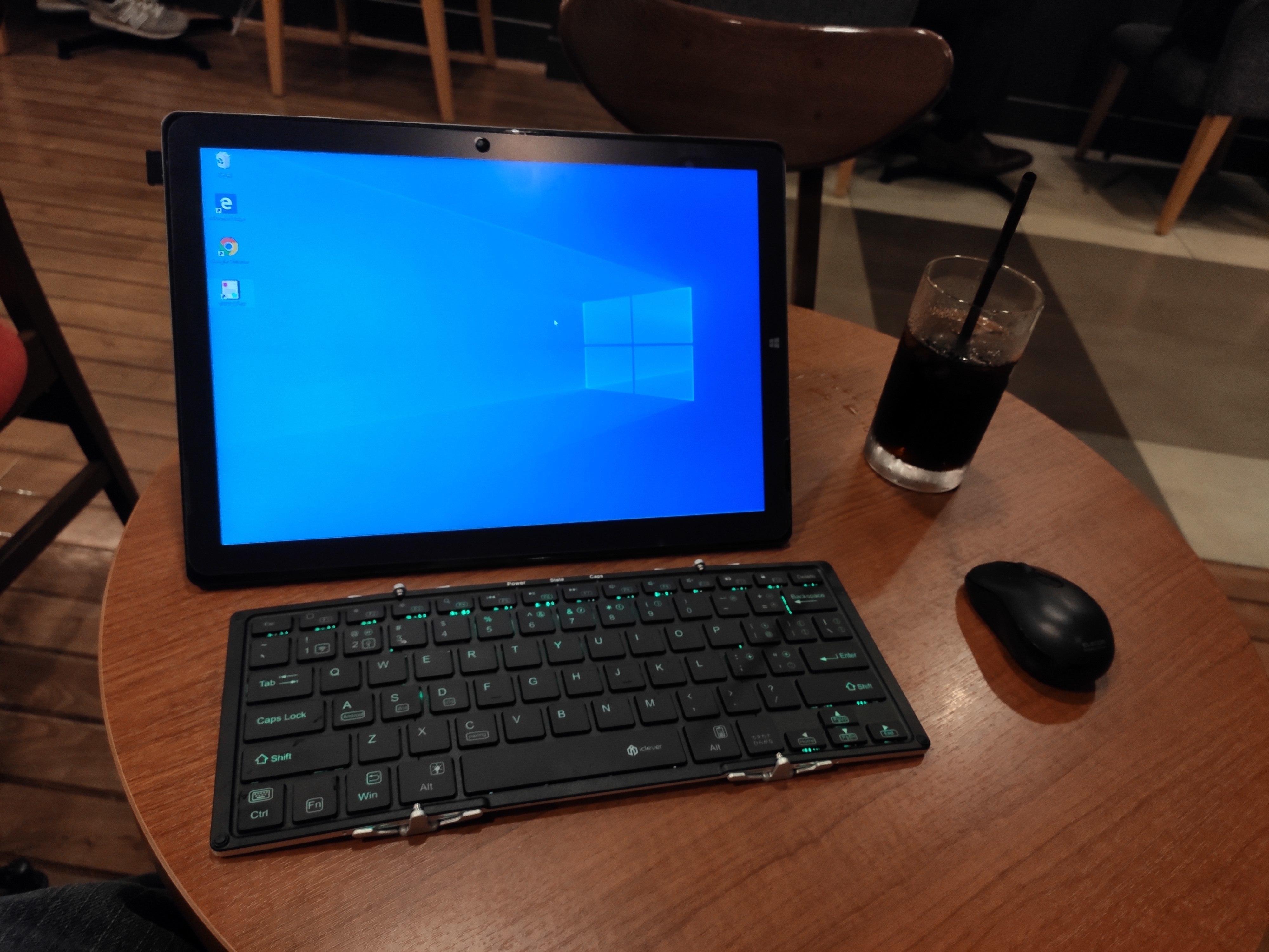 カフェでTeclast X6 Pro