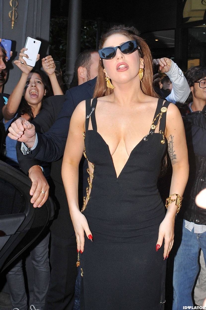 12 Lady Gaga Long 01