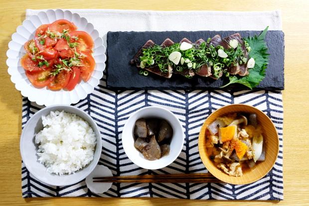 ジュビリーロンドン・ランチョンマット・ブラックホワイトウェーブ・和食・料理・カツオのたたき①