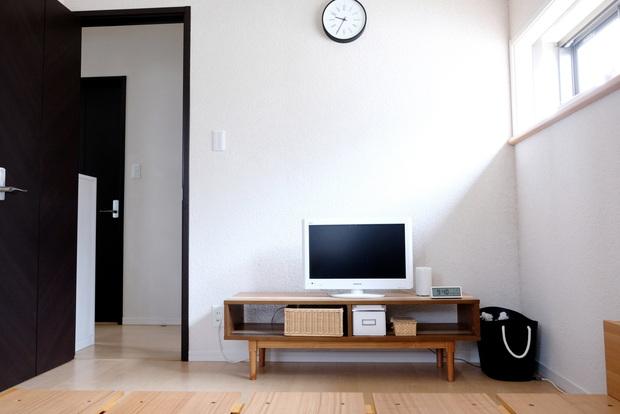 寝室全体・ドア側・テレビ台①