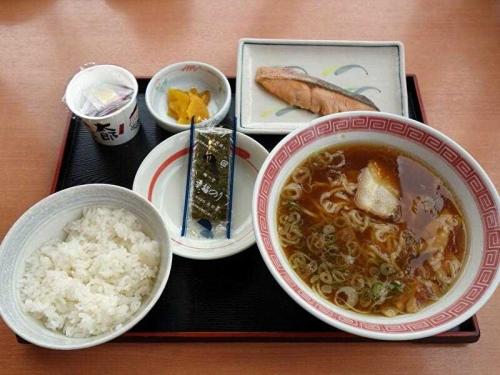 朝らーめん・鮭納豆定食