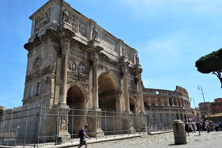 凱旋門とコロッセオ
