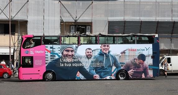 ローマ2階建ての観光バス