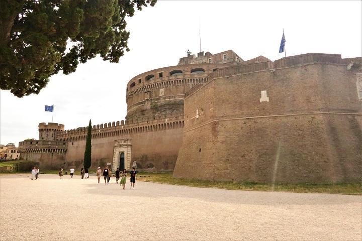 サンタンジェロ城を右側面から