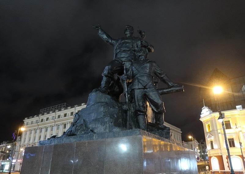 中央広場の像