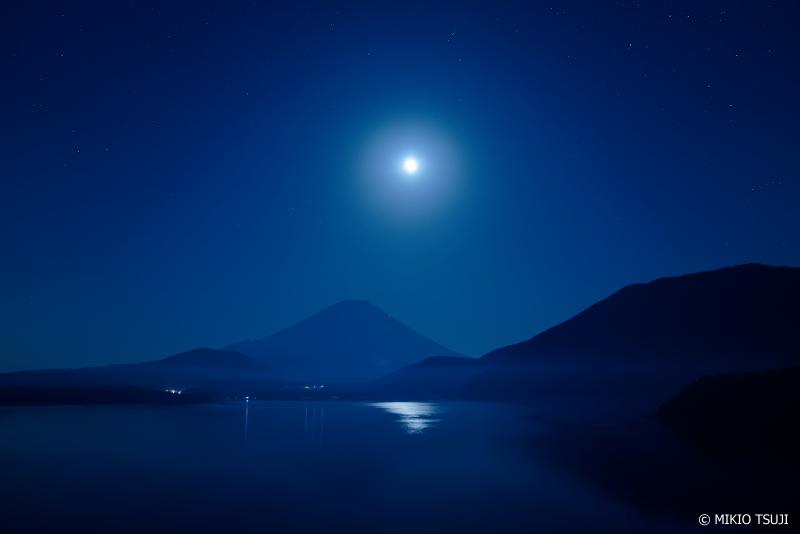 絶景探しの旅 - 0995 月光冠の夜 (本栖湖/山梨県 身延町)