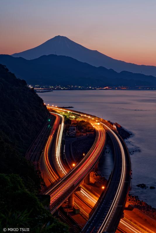 絶景探しの旅 - 0997 富士山と光のライン (薩埵峠/静岡市 清水区)