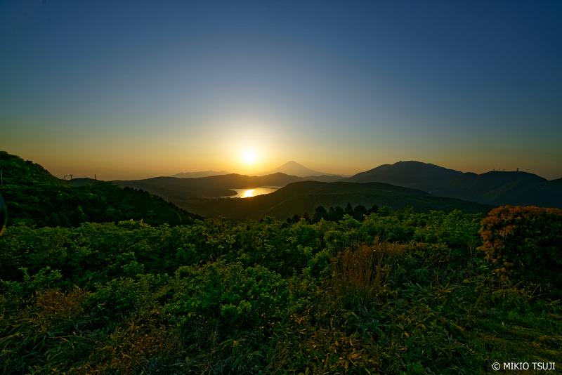 絶景探しの旅 - 0998 箱根・大観山からの富士山と芦ノ湖の眺望 (神奈川県 箱根町)