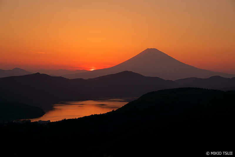 絶景探しの旅 - 1000 シルエット富士 (神奈川県 箱根町)