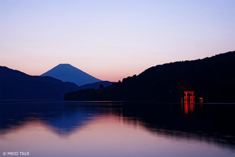 絶景探しの旅 - 1001 富士山と芦ノ湖の赤い鳥居 (神奈川県 箱根町)