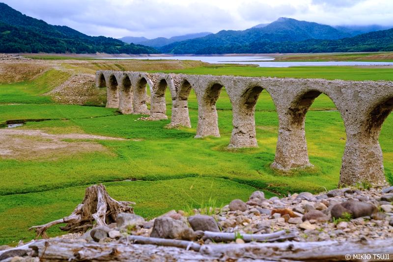 絶景探しの旅 - 1034 緑のカーペットに架かるタウシュベツ川橋梁 (北海道 上士幌町)