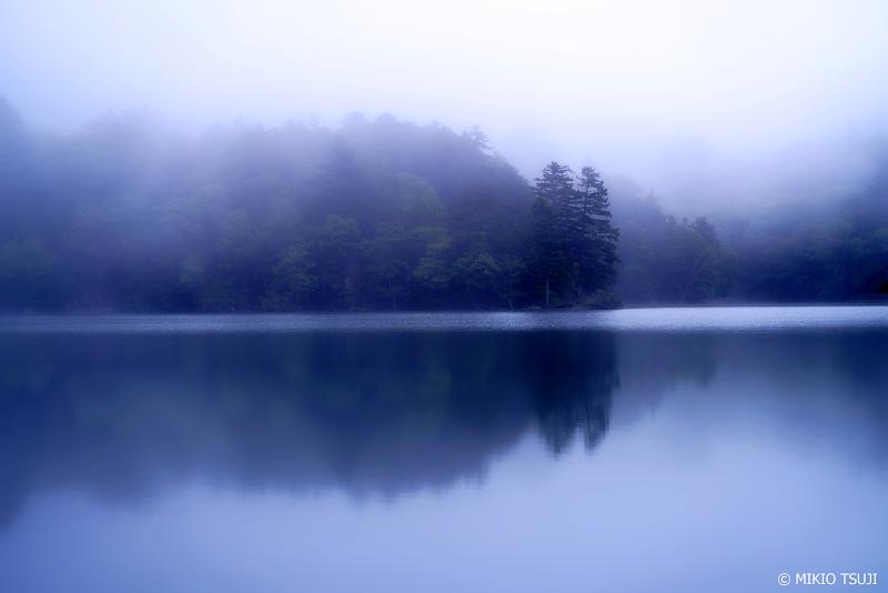絶景探しの旅 - 1042 湖の朝 霧のオンネトー (北海道 足寄町)