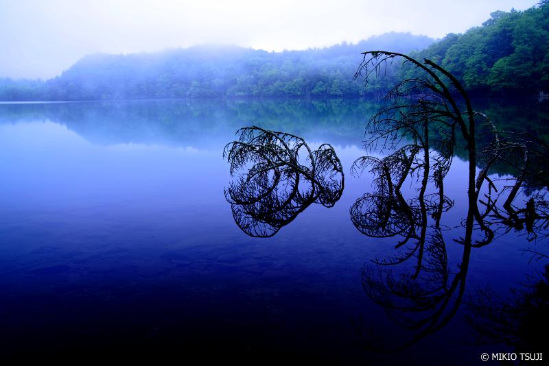 絶景探しの旅 - 1043 静寂の青い湖 (オンネトー/北海道 足寄町)