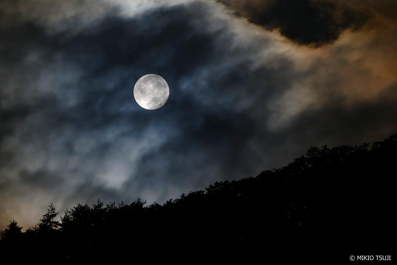 絶景探しの旅 -  1075 光冠に包まれる満月 (山梨県 富士河口湖町)