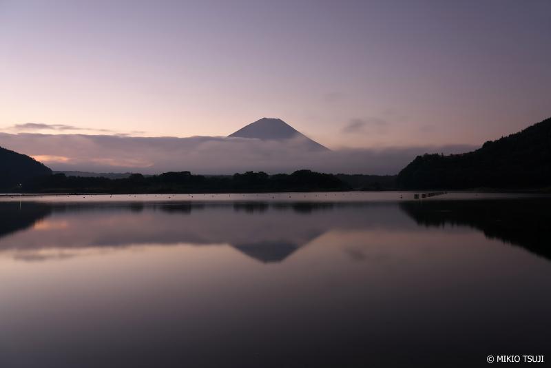 絶景探しの旅 -  1077 精進湖の夜明け ( 山梨県 富士河口湖町)