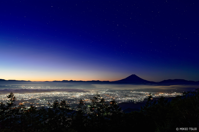 絶景探しの旅 -  1083 富士山の見える夜の大パノラマ (甘利山/山梨県 韮崎市)